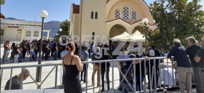 Σπαραγμός στην κηδεία του Ματθαίου-Πως χάθηκε άδικα ο ανήλικος μαθητής[photos]